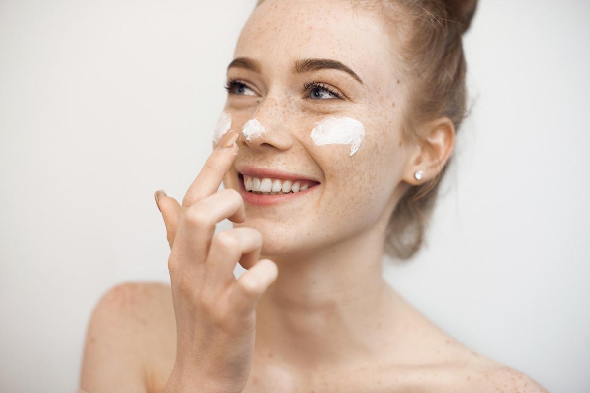 Jak pielęgnować skórę twarzy szyi i dekoltu